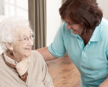 dlaczego warto wybrac prywatny dom spokojnej starosci